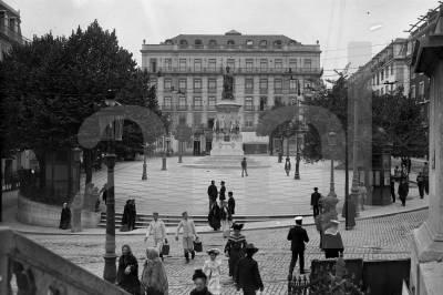 Praça Luís de Camões (na na Freguesia da Encarnação - futura Freguesia da Misericórdia); Foto: Paulo Guedes, Arquivo Municipal de Lisboa