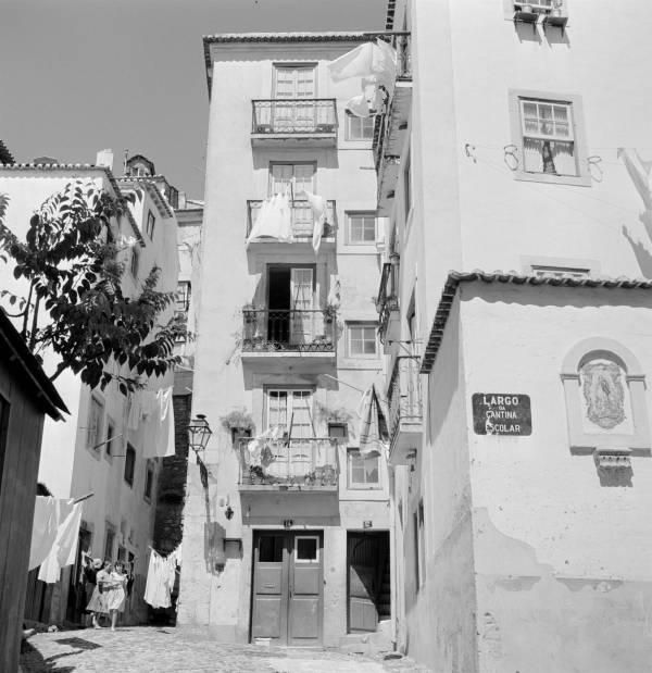 O Largo da Cantinar Escolar (Foto: Artur Pastor, sem data, Arquivo Municipal de Lisboa)
